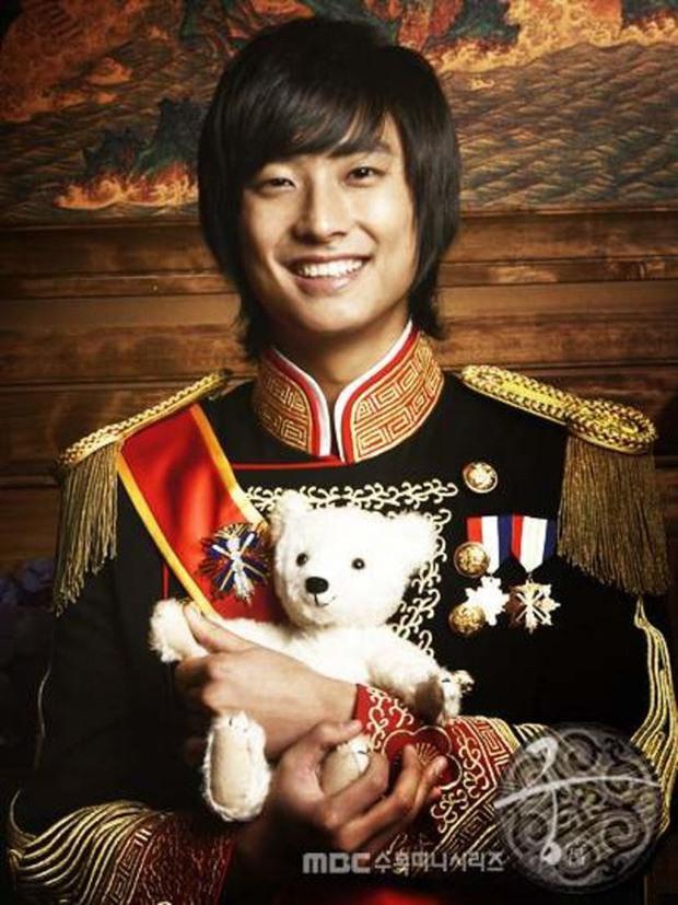 Nghe tin Goong làm lại, netizen hào hứng đòi cặp giả vờ yêu của Extraordinary You tái hợp - Ảnh 4.