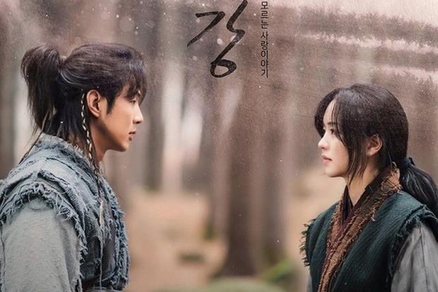 Sau drama bạo lực, Ji Soo tiếp tục bị ekip phim bóc trần tính cách: Xấc láo, khạc nhổ bừa bãi, coi quản lý như người hầu - Ảnh 4.
