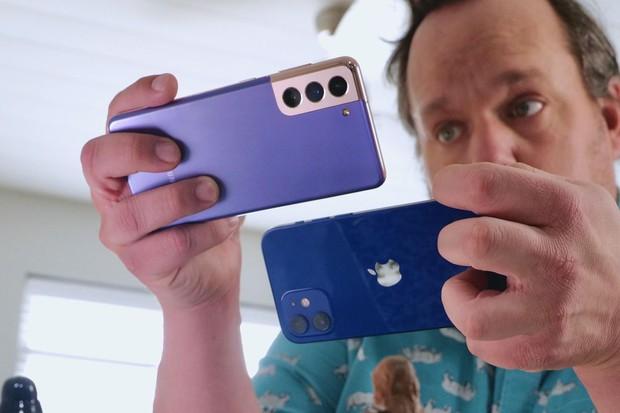 So sánh camera iPhone 12 và Galaxy S21: Kẻ nào tám lạng, kẻ nào nửa cân? - Ảnh 1.