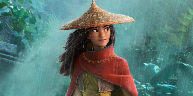 Công chúa gốc Việt đầu tiên của Disney diện áo dài lộng lẫy lên thảm đỏ, không giữ nổi bình tĩnh mà rơi nước mắt - Ảnh 3.