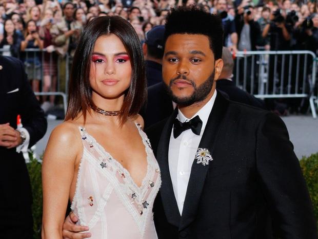 Selena Gomez công khai mỉa mai cuộc tình tay 4 với Justin - Hailey, biến The Weeknd thành công cụ trả thù? - Ảnh 4.