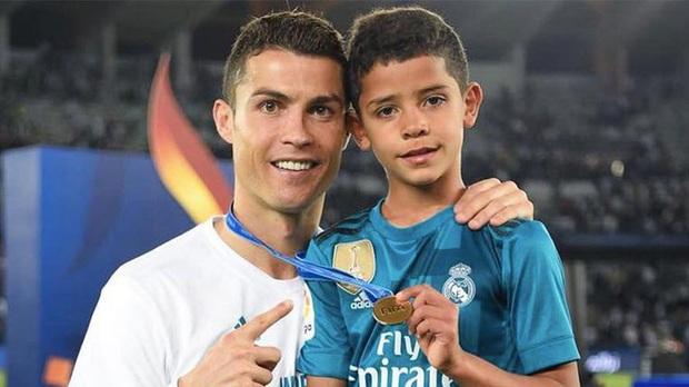 Điều Ronaldo sợ nhất ở con trai - Ảnh 1.