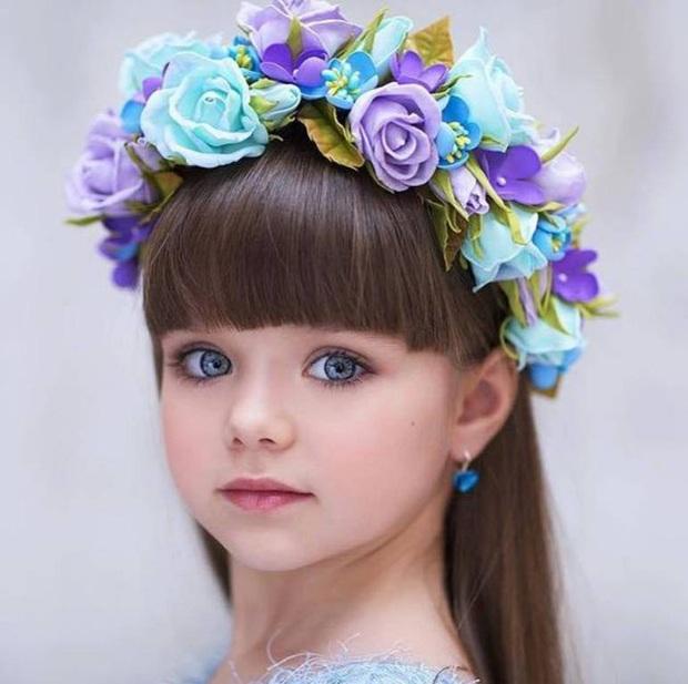 Cô bé người Nga được mệnh danh đẹp nhất thế giới 4 năm trước: Hiện tại vẫn gây sốt vì quá xinh đẹp, bất ngờ nhất là chuyện học hành - Ảnh 3.