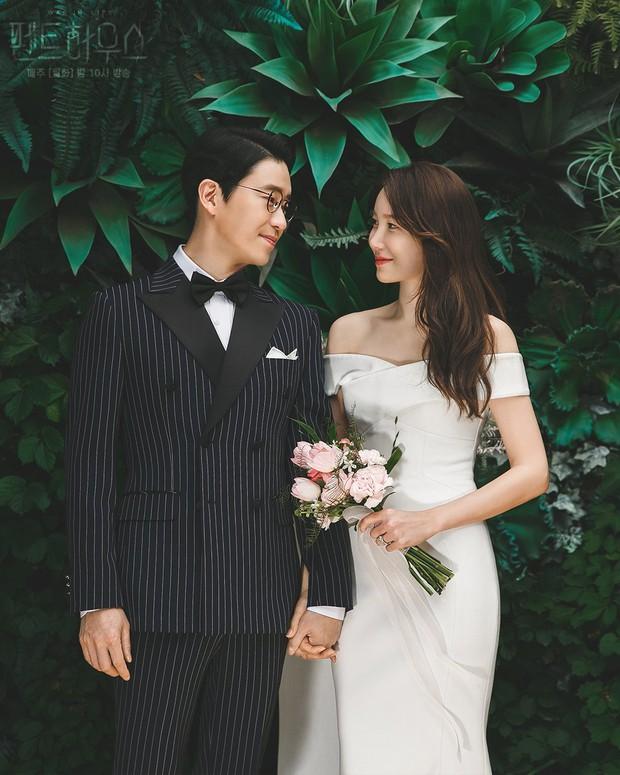 Bộ ba nữ chính Penthouse diện váy cưới: Tiểu tam lồng lộn hết cỡ nhưng có đánh bại được sự tinh tế của bà cả Lee Ji Ah? - Ảnh 4.