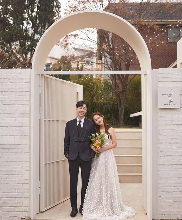 Bộ ba nữ chính Penthouse diện váy cưới: Tiểu tam lồng lộn hết cỡ nhưng có đánh bại được sự tinh tế của bà cả Lee Ji Ah? - Ảnh 9.