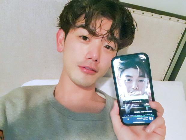 Nam ca sĩ Hàn Quốc kể chuyện bị bắt nạt khi đi học ở Mỹ: Tôi bị nhổ một cục đờm ngay thẳng vào mặt - Ảnh 2.