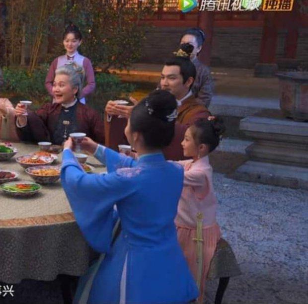 Lộ ảnh kết cục của Cẩm Tâm Tựa Ngọc: Chung Hán Lương lún phún râu, 3 bà vợ đột ngột bay màu? - Ảnh 2.