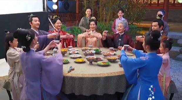 Lộ ảnh kết cục của Cẩm Tâm Tựa Ngọc: Chung Hán Lương lún phún râu, 3 bà vợ đột ngột bay màu? - Ảnh 1.