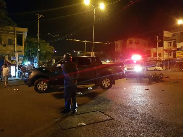 Xe máy va chạm với ô tô bán tải, 1 thanh niên chết thảm, 2 người nguy kịch - Ảnh 4.