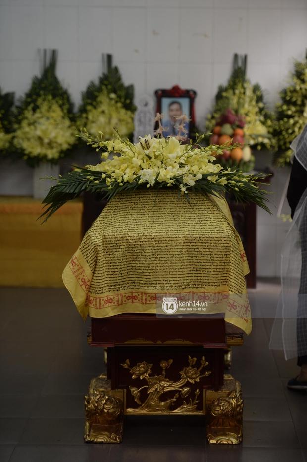 Tang lễ cố NSND Trần Hạnh: Gia quyến bật khóc, NS Công Lý - Chí Trung và dàn nghệ sĩ ngậm ngùi tiễn biệt người quá cố - Ảnh 19.