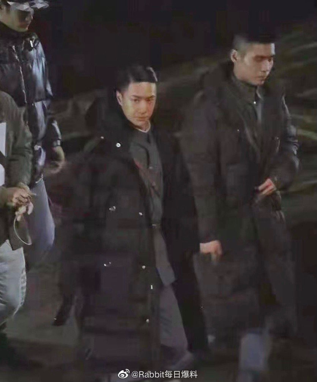 Vương Nhất Bác lột banh xác với đầu tóc vuốt keo óng mượt ở phim mới, fan nhìn lầm sang nhân vật Naruto lẫn Erik? - Ảnh 2.