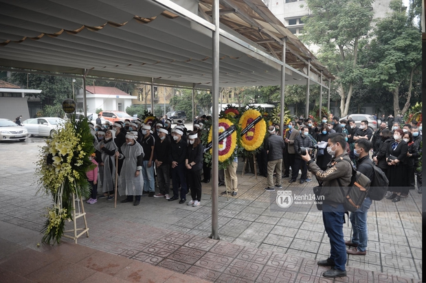 Tang lễ cố NSND Trần Hạnh: Gia quyến bật khóc, NS Công Lý - Chí Trung và dàn nghệ sĩ ngậm ngùi tiễn biệt người quá cố - Ảnh 17.