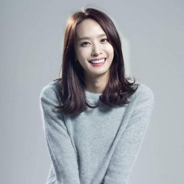 Lạ đời dàn mỹ nhân tăng cân vẫn xinh đẹp hiếm thấy: Shin Min Ah đáng yêu hết nấc, mỹ nhân Quân Vương Bất Diệt được netizen khen nức nở - Ảnh 10.