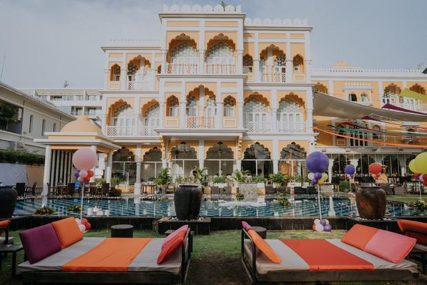 Gái xinh nức tiếng MXH hoá ra là công chúa lâu đài trắng 30 triệu USD ở đất vàng quận 7 - Ảnh 2.