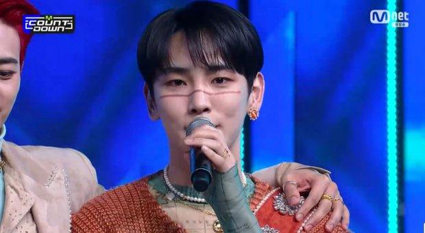 Key (SHINee) nghẹn ngào nói nhớ người anh quá cố Jonghyun trên sân khấu chiến thắng - Ảnh 3.
