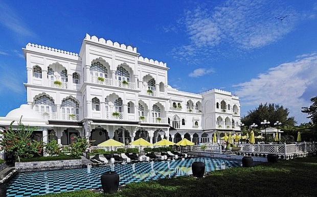 Gái xinh nức tiếng MXH hoá ra là công chúa lâu đài trắng 30 triệu USD ở đất vàng quận 7 - Ảnh 1.