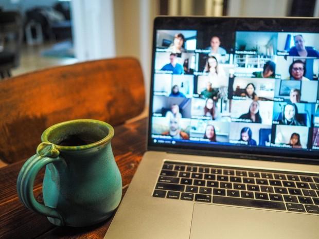 Nghiên cứu của ĐH Stanford: nhìn thấy chính mình trên Zoom mỗi ngày có thể khiến ta phát điên, thôi đừng họp online nữa! - Ảnh 1.