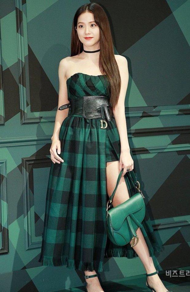 Hành trình của Jisoo tại Dior: Từng được cho là mờ nhạt, dần phủ sóng loạt cover tạp chí và trở thành cây Dior sống - Ảnh 4.