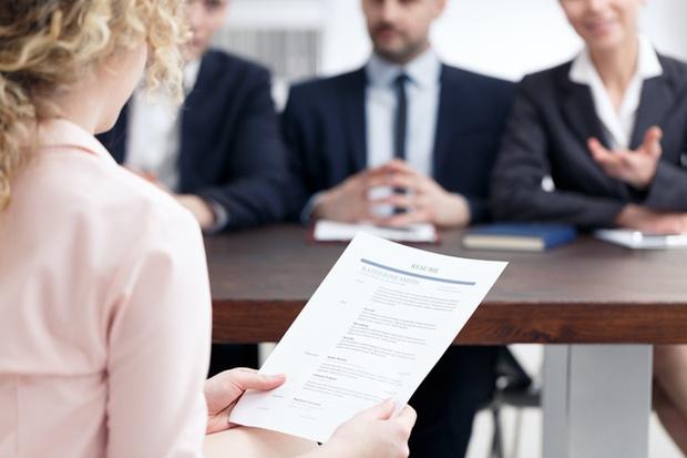 Cách trả lời 3 câu hỏi tuyển dụng cơ bản: Giới thiệu bản thân? Điểm mạnh, điểm yếu? Bạn muốn hỏi gì thêm không? - Ảnh 1.