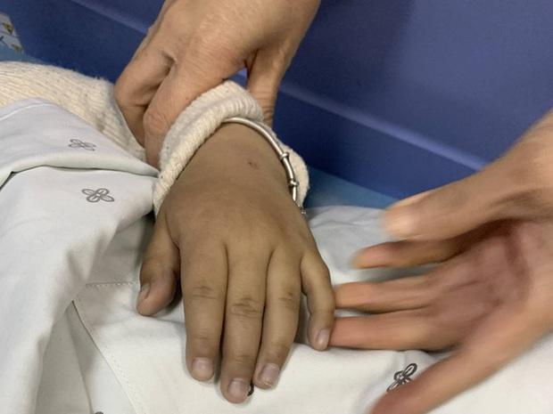 Bé gái 5 tuổi bị ngộ độc do ăn kim chi tự làm, cảnh báo bố mẹ những thực phẩm không nên cho trẻ ăn - Ảnh 2.