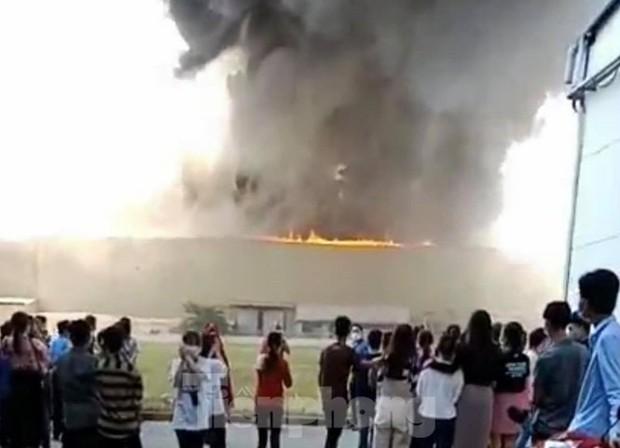 Cháy lớn tại Khu công nghiệp Sóng Thần 2 Bình Dương - Ảnh 1.