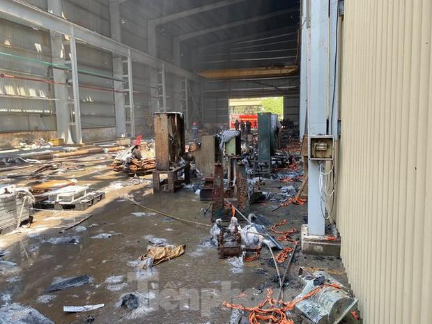 Cháy lớn tại Khu công nghiệp Sóng Thần 2 Bình Dương - Ảnh 2.