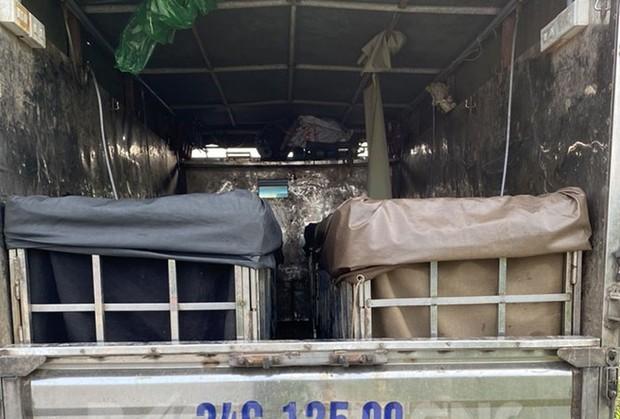 Tài xế giấu 2 phụ nữ trong thùng xe tải trốn khai báo y tế ở Hải Dương - Ảnh 1.