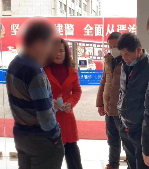 Bị bắt vì trộm xe đạp, gã đàn ông không ngờ lại tìm được em gái thất lạc 30 năm, hé lộ hoàn cảnh gia đình đáng thương - Ảnh 3.