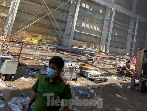 Cháy lớn tại Khu công nghiệp Sóng Thần 2 Bình Dương - Ảnh 4.