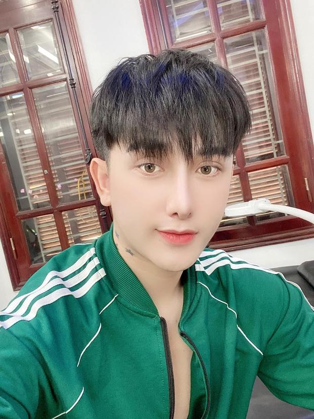 Hành trình lột xác gây chấn động báo Anh của chàng trai Hưng Yên, 25 tuổi đã trải qua hơn 20 lần PTTM khiến cả họ không nhận ra - Ảnh 9.