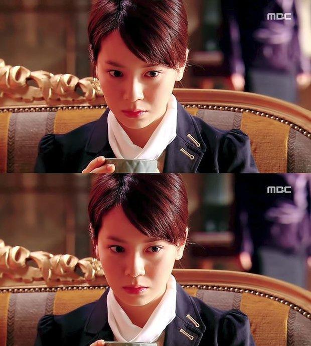 Knet bất ngờ đào lại ảnh mợ ngố Song Ji Hyo từ thời đóng Hoàng Cung, ăn thịt đường tăng hay gì mà trẻ vậy? - Ảnh 12.