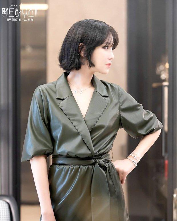 Bà cả Penthouse Lee Ji Ah gây sốc khi tái xuất bất ngờ, nhưng là sốc visual hàng loạt vì diện mạo mới lột xác đỉnh cao - Ảnh 3.