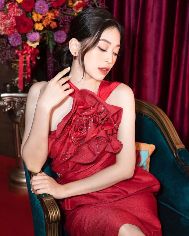 Chiếc váy đỏ là tội đồ làm dấy lên tin đồn bầu bí, nhưng Phương Nga cứ thích mà đăng ảnh mãi thôi - Ảnh 2.