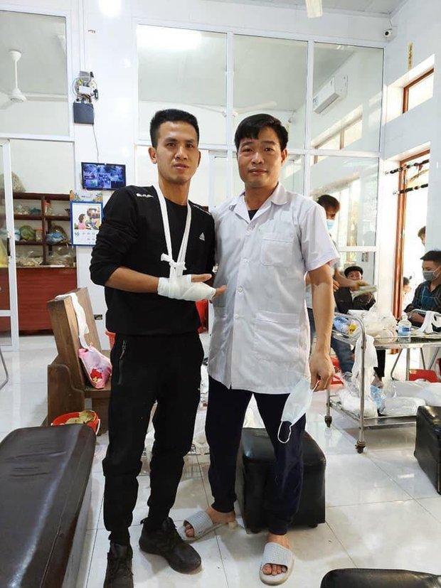 Người hùng Nguyễn Ngọc Mạnh bị rạn xương ngón tay, chưa bắt đầu công việc bình thường - Ảnh 1.