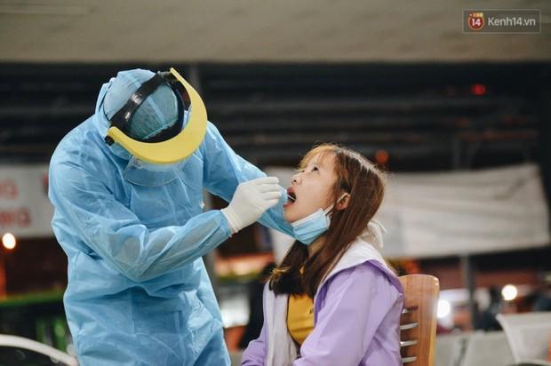 Kết quả xét nghiệm 56 hành khách trên chuyến bay liên quan đến bệnh nhân tái dương tính - Ảnh 1.