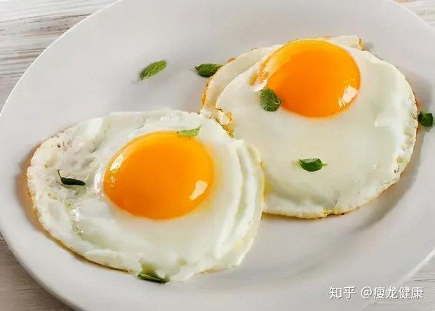 Trứng gà siêu bổ nhưng cấm kỵ ăn chung cùng 6 thứ này kẻo sinh độc, nên tích cực ăn kèm 3 thứ để nâng cao dinh dưỡng - Ảnh 2.