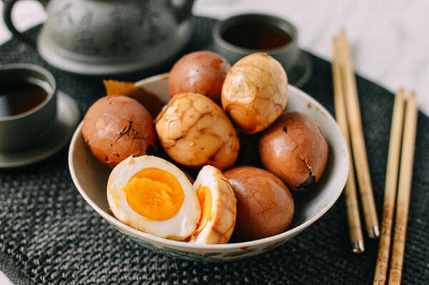 Trứng gà siêu bổ nhưng cấm kỵ ăn chung cùng 6 thứ này kẻo sinh độc, nên tích cực ăn kèm 3 thứ để nâng cao dinh dưỡng - Ảnh 1.