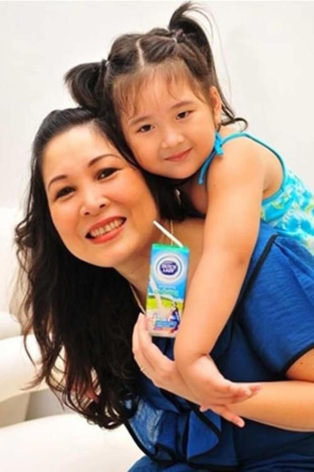 Con gái xinh xắn của Hồng Vân học trường quốc tế nhưng học phí thấp bất ngờ - Ảnh 1.