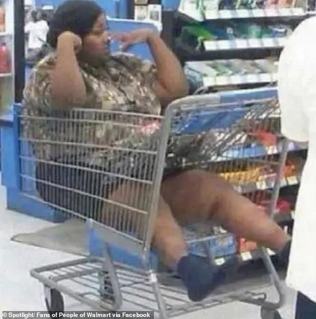 Dân mạng khắp thế giới chia sẻ những tình huống khó đỡ trong siêu thị - Ảnh 2.
