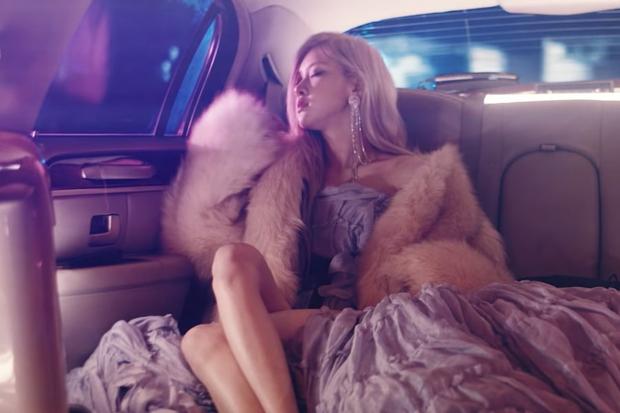 Teaser giật lag chất lượng thấp nhưng Rosé (BLACKPINK) chất lượng cao: Xinh đẹp, giàu có, sang chảnh hội tụ đủ trong 15 giây! - Ảnh 2.
