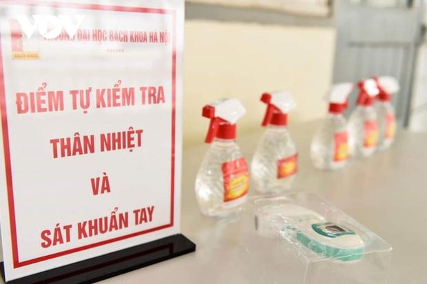 Các trường Đại học ở Hà Nội thực hiện vệ sinh, khử khuẩn chuẩn bị đón sinh viên trở lại - Ảnh 12.
