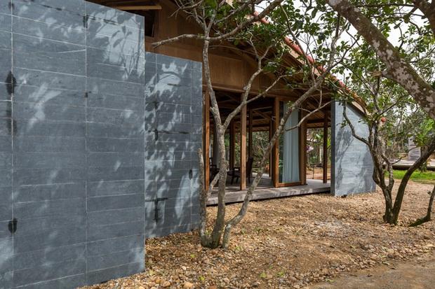 Huế: Ngôi nhà gỗ nằm trọn trong khu vườn ngập tràn hoa bưởi đẹp lạ trên báo Mỹ - Ảnh 17.