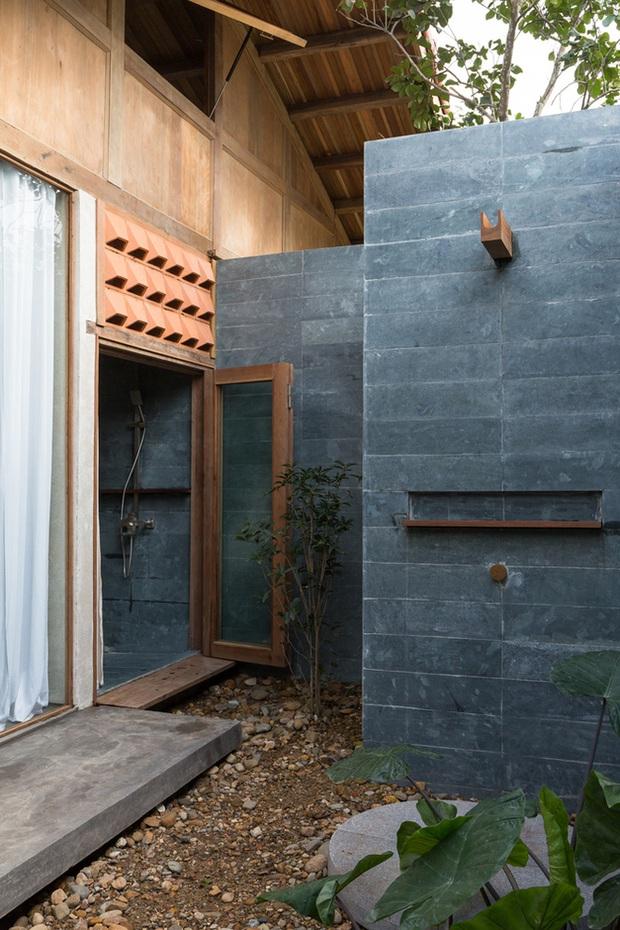 Huế: Ngôi nhà gỗ nằm trọn trong khu vườn ngập tràn hoa bưởi đẹp lạ trên báo Mỹ - Ảnh 18.
