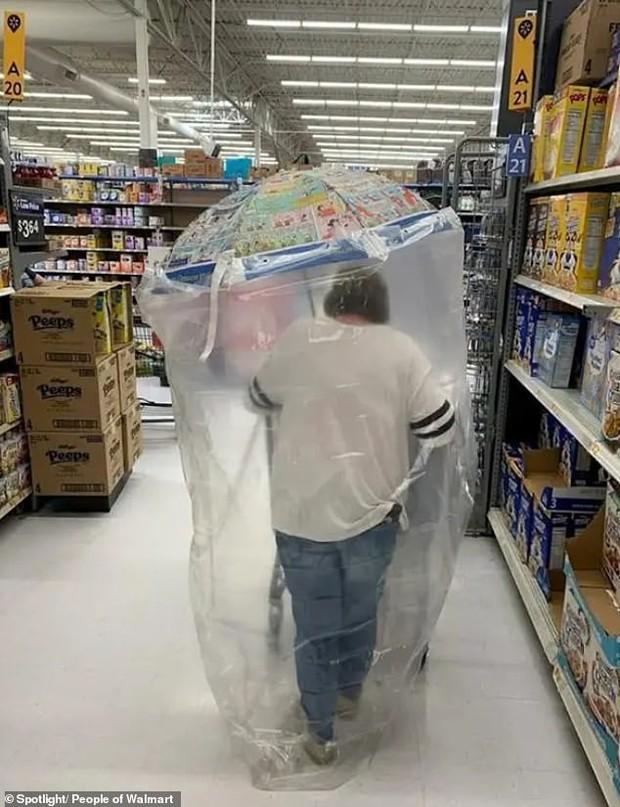 Dân mạng khắp thế giới chia sẻ những tình huống khó đỡ trong siêu thị - Ảnh 3.