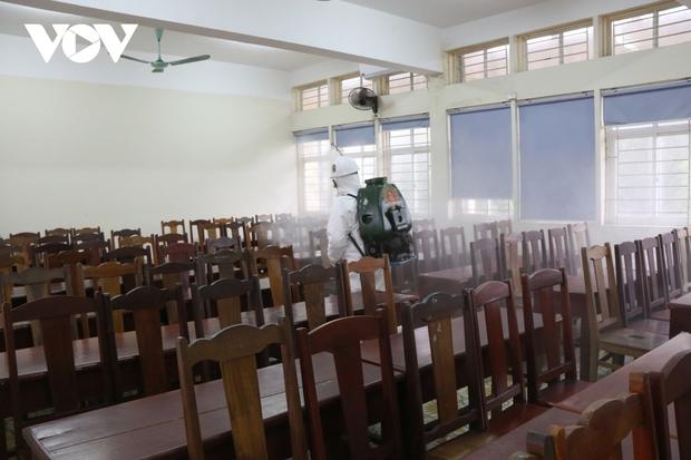 Các trường Đại học ở Hà Nội thực hiện vệ sinh, khử khuẩn chuẩn bị đón sinh viên trở lại - Ảnh 4.