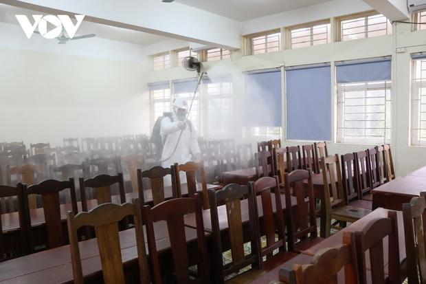 Các trường Đại học ở Hà Nội thực hiện vệ sinh, khử khuẩn chuẩn bị đón sinh viên trở lại - Ảnh 5.
