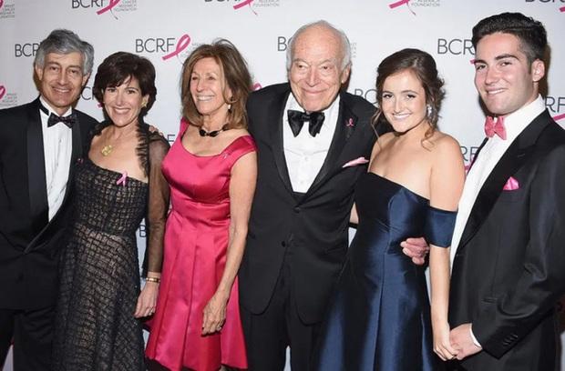 Hé lộ khối tài sản khủng của 5 gia tộc giàu nhất nước Mỹ - Ảnh 5.