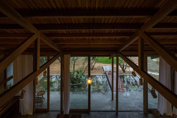 Huế: Ngôi nhà gỗ nằm trọn trong khu vườn ngập tràn hoa bưởi đẹp lạ trên báo Mỹ - Ảnh 9.