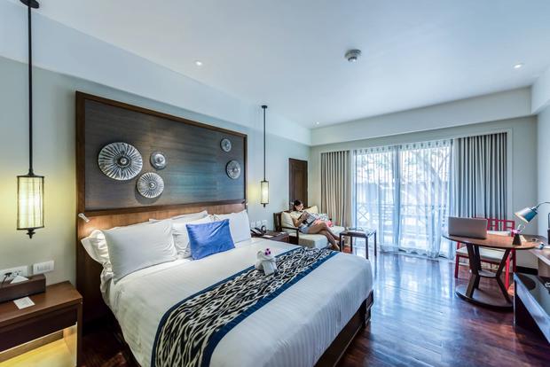 Nhiều cư dân mạng té ngửa vì từng dùng sai mục đích tấm khăn trải cuối giường trong các khách sạn - Ảnh 2.