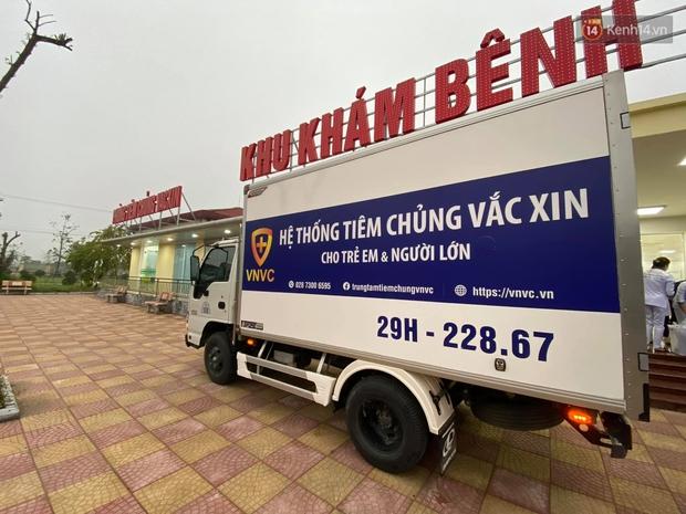 Cập nhật: Những người đầu tiên tại Hà Nội và TP.HCM được tiêm vaccine phòng Covid-19 - Ảnh 3.